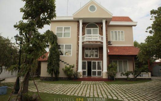 Villa with large garden for rent in HCMC district 2